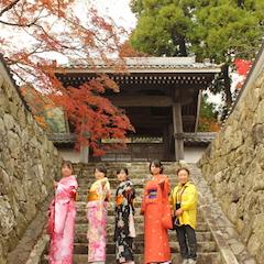 見入る紅葉に時間を忘れる空間 廣福寺